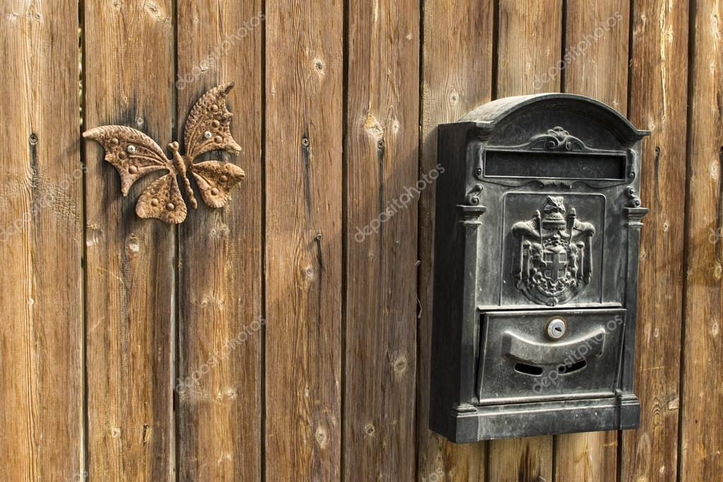 Почтовый ящик на забор