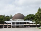 The building of planetarium of Galust Gulbekyan in Lisbon, Portugal — Stock Photo