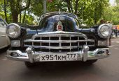 Moscow, Russia - June 29, 2014: Radiator lattice of GAZ-12 ZIM car on show of collection Retrofest cars — Stockfoto