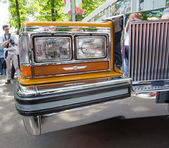 Moscow, Russia - June 29, 2014: Forward headlight of the car Cadillac on show of collection Retrofest cars — Stock Photo