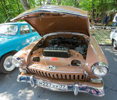 Moscow, Russia - June 29, 2014: The GAZ-21 Volga car with an open motor compartment on show of collection Retrofest cars — Stock Photo