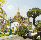 The grand royal palace and Temple of the Emerald Buddha in Bangkok, Thailand — Photo