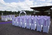 Красивая свадьба украшение событий. Фиолетовый лук — Стоковое фото