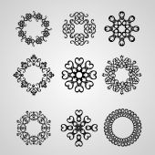 Circular ornate openwork elements — Stock Vector