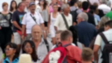 Crowd Crossing Maremagnum Bridge in Barcelona Blurred — Stock Video