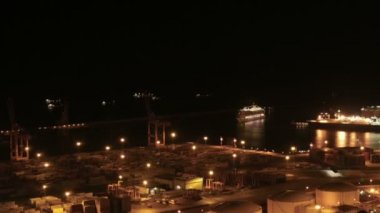 Cruises in the Indstrial Port of Barcelona Zoomed Time Lapse — Stock Video