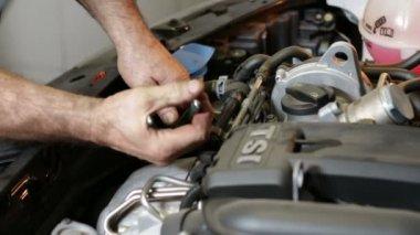 Car Repair Removing the Oil Filter — Stock Video