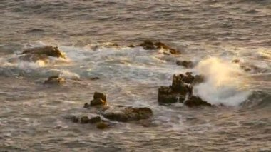 Golden Sea Water on the Rocks — Stock Video
