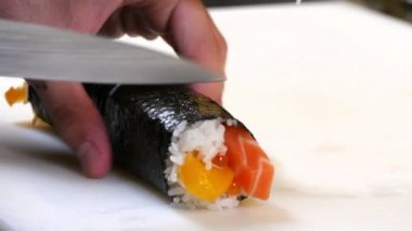 Sushi Chef Cutting Salmon Peach Futomaki Roll — Stock Video