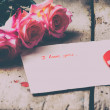 "Rose and a note with the text ""I love you"" on a wooden background.Ceramic red heart. — Stock Photo #65385603"