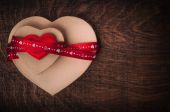 Valentine's day.Two cardboard hearts, wrapped with a red ribbon. Red heart. — Стоковое фото