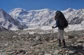 Trekking on Engilchek glacier — Stock Photo