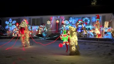 Home Christmas lighted decorations — Stock Video