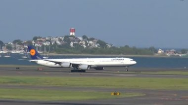 Airbus A340 taking off — Stock Video