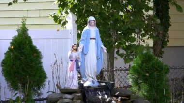 Statue of Madonna and Jesus — Stock Video