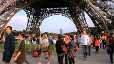 Eiffel Tower Base — Vídeo de stock