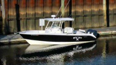 Slick speedboat rests at dock — Stock Video