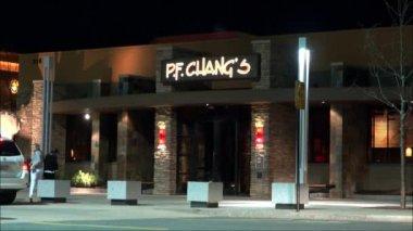 Customers Enter Pf Changs  Restaurant — Stock Video