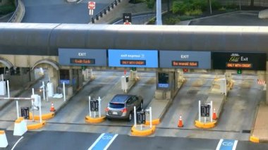Car Pays At Toll Booth — Stock Video