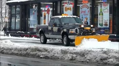 Snow Plowing Liquor Store — Stock Video