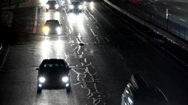 Provoz na dálnici v noci — Stock video