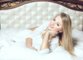 Beautifull young and sexy sensual blond glamourous girl in luxur — Stock Photo