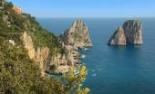 Faraglioni Rocks off the magical island of Capri in The Bay of Naples Italu — Stock Photo