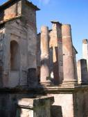 The Temple of the Egyptian Goddess Isis in the Roman city of Pompeii in Italy — Stock Photo