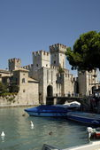 Sirmione is one of the lovely small towns on this lake in Northern Italy with a Scalieri Castle guarding the town. — Stock Photo