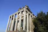 The ancient Forum with its temples and monuments is in the middle of the city of Rome Italy — Stock Photo