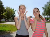 Two women show great surprise — Stock Photo