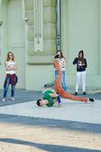 Street dancers dancing — Stock Photo