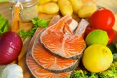 Delicious  portion of fresh salmon fillet with vegetables — Foto de Stock
