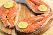 Fresh salmon fillet with lemon - healthy food concept — Stockfoto