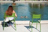 Girl in Tuileries garden in Paris — Stock Photo