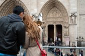 Couple of tourists in Paris - Notre-dame — Foto de Stock