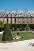 Place of Vosges in Paris — 图库照片