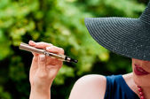 Fashion woman with e-cigarette in outdoor — Stock Photo