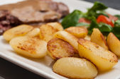 Steak grilled with pepper sauce and potatoes and mache cherry tomatoes — Stock Photo