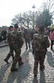 Paris - Frankreich - 22. März 2015 - Militärpatrouille in Montmartre-Viertel — Stockfoto