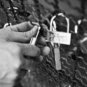 PARIS - France - 29 September 2010 - tourist put a lovepadlock in the bridge of arts in paris — Stock Photo