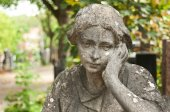 Stoned angel  statue in cemetery — Stock Photo