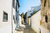 Narrow pedestrian alley between tenement houses — Stock Photo