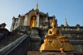 Thai temple of buddhism, Wat Phra Yuen is Thai temple in Lamphun — Stock Photo