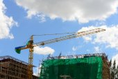 Crane in construction site — Stock Photo