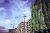 Byggarbetsplats med kranar — Stockfoto