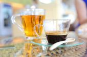 Tazza di caffè sul tavolo — Foto Stock