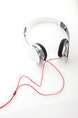 白い背景に白いヘッドフォン — ストック写真