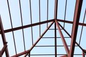 Viga de aço no canteiro de obras de construção — Fotografia Stock