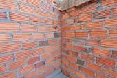 Tuğla duvar içinde konut şantiye binası — Stok fotoğraf